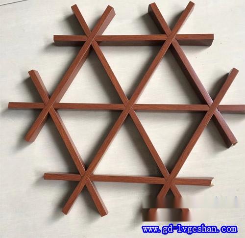 木纹铝格栅吊顶 三角形木纹格栅 仿木纹铝格栅天花