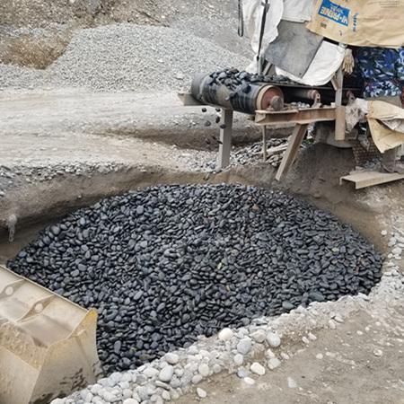 黑色鹅卵石哪里有_纯黑色鹅卵石产地_到渝荣顺!743679792