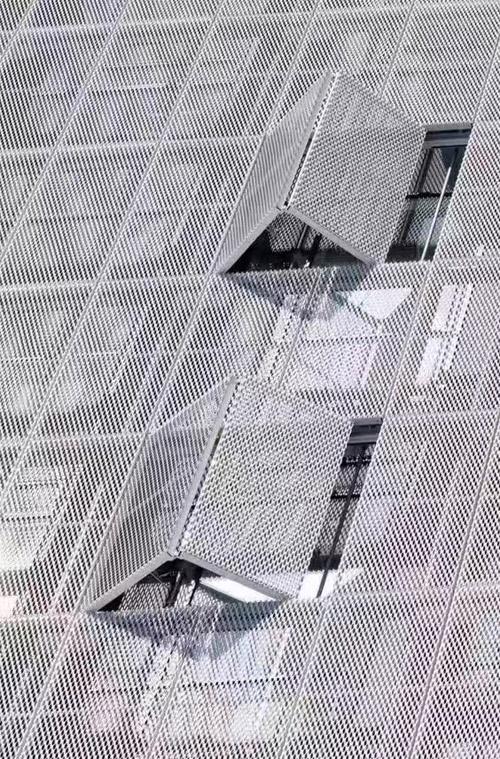 网格铝板幕墙 铝板网外墙 外立面穿孔铝板.jpg