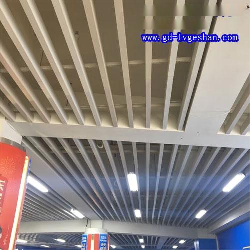 白色铝通天花 铝方管吊顶 型材铝方通吊顶