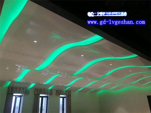 波浪形铝板天花 冲孔铝单板吊顶 冲孔铝单板规格.jpg