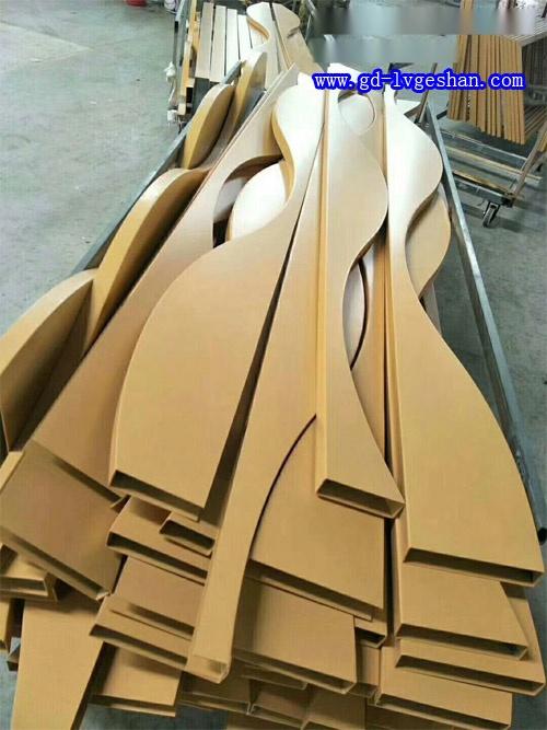 广东造型铝方通生产商 木纹铝方通造型 波浪形铝方通定制.jpg