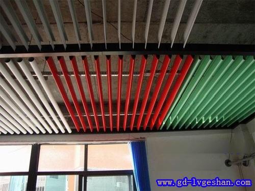 铝合金吊顶厂家 铝挂片天花价格 条形挂片型号.jpg