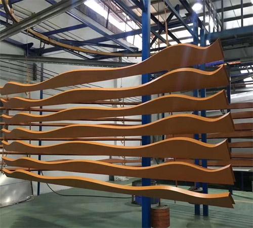 木纹铝通厂家 木纹造型铝板 外墙铝板造型.jpg