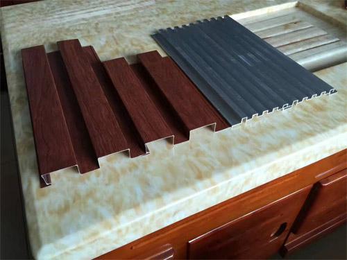 铝型材长城板 木纹铝长城板  碳铝长城板.jpg