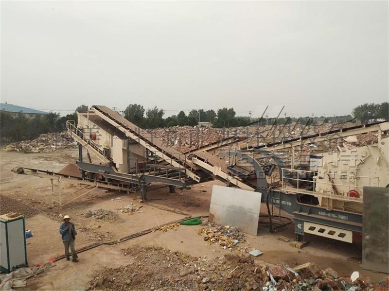 山東大型移動式破碎機廠家 建築垃圾破碎機價格70933382