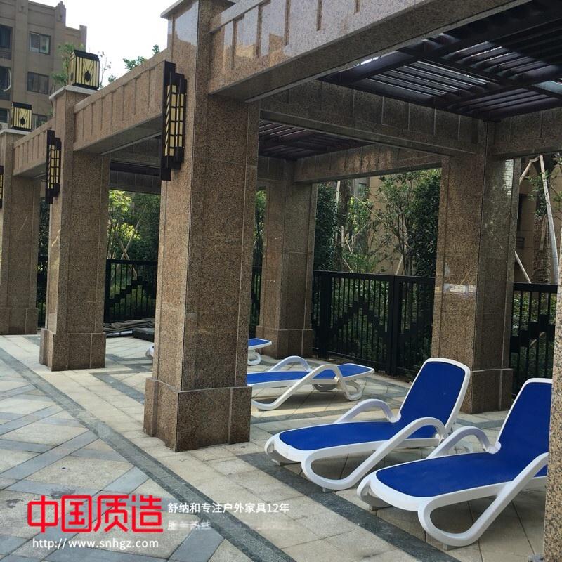 户外泳池躺椅价格.jpg