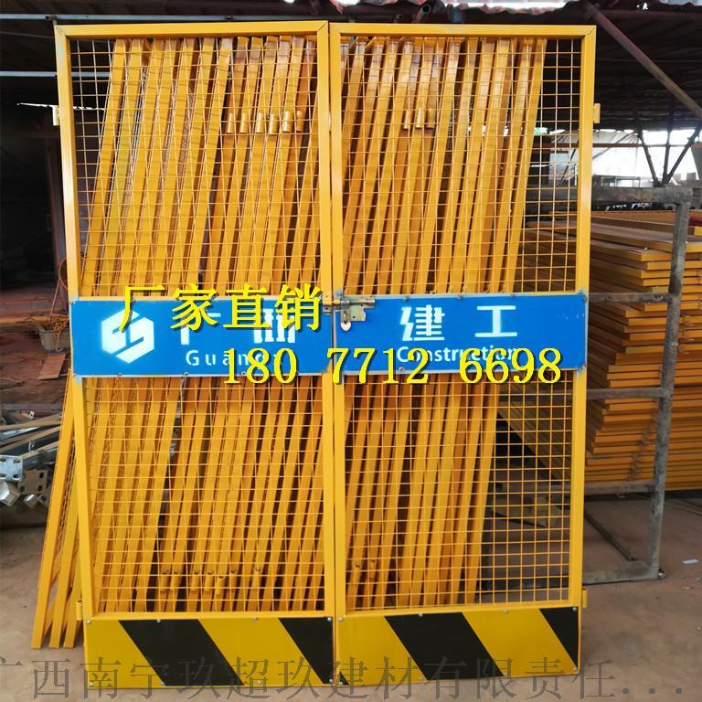3施工电梯防护门.jpg