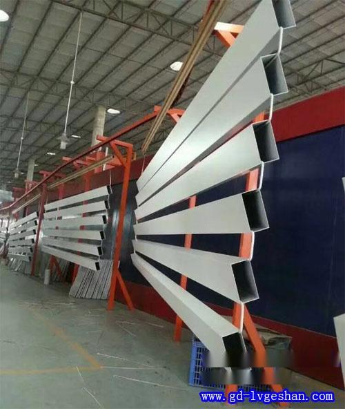 型材铝方通厂家 铝合金方管生产厂家 铝方通规格尺寸.jpg