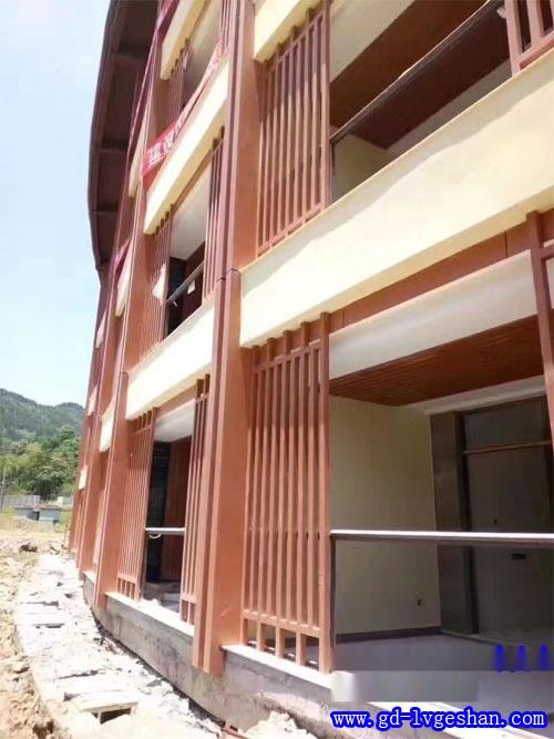 外墙木纹铝方通 度假村铝方通外墙 木纹铝方通定做.jpg