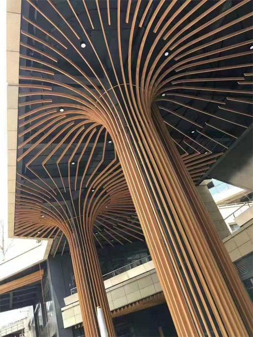木纹铝型材包柱 铝方通包柱造型 木纹铝方通天花.jpg