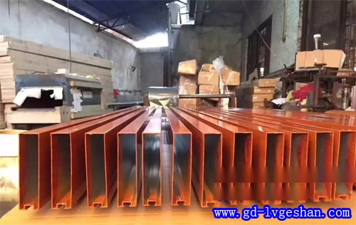 型材铝方通 凹槽铝方通 挤压铝型材厂家.jpg