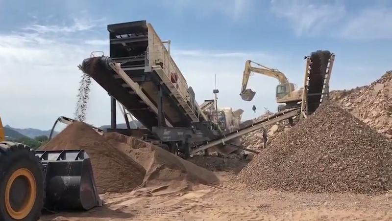 矿石山石破碎机厂家 山东建筑垃圾移动破碎筛分站109830282