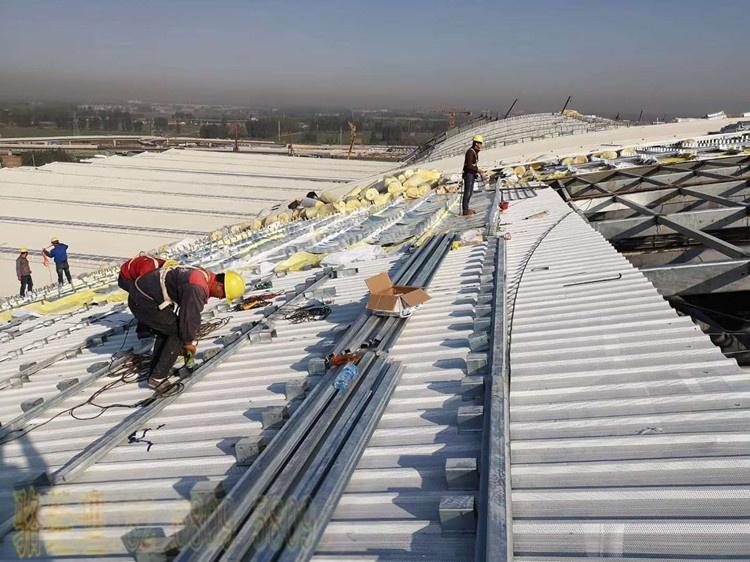 鋁鎂錳屋面板安裝.jpg