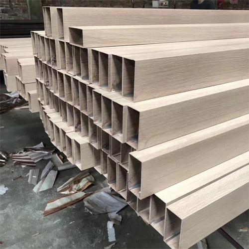木纹铝方管厂家 铝方通扁管规格 挤压铝型材厂家.jpg