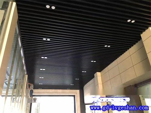 黑色铝方通吊顶效果图 U型铝方通天花 铝方通厂商