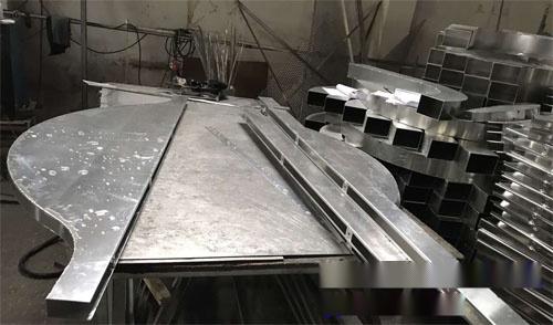 弧形铝板吊顶 异型铝方通厂家 异形铝单板定制.jpg