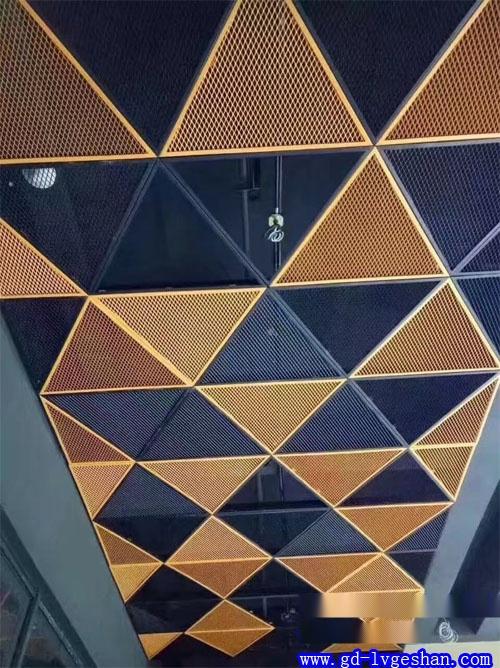 彩色铝板网吊顶效果图 三角形铝网板天花 吸音铝天花