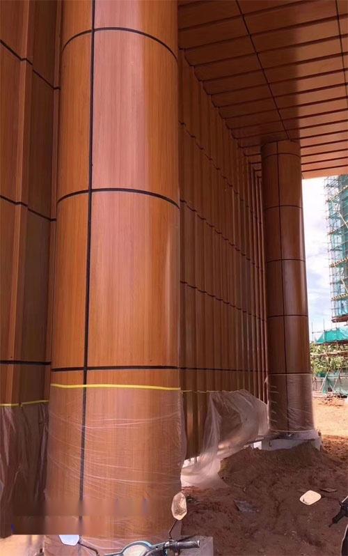 木纹弧形铝单板 包柱铝板木纹 木纹铝单板厂家.jpg