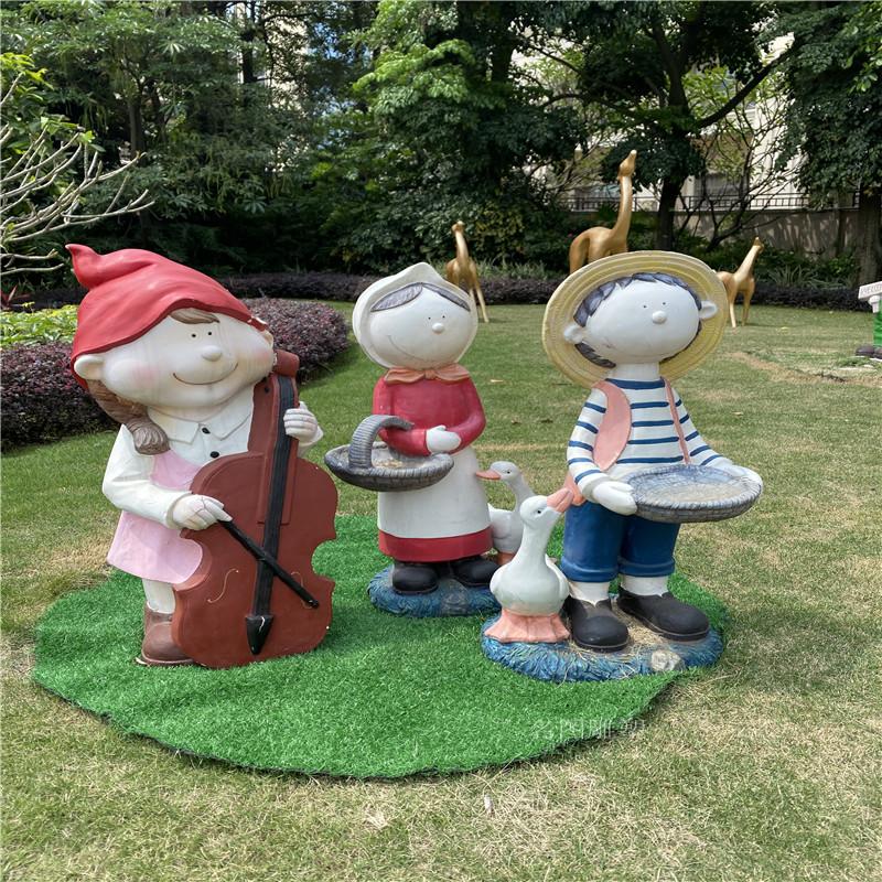 動畫片人物雕塑,佛山商場形象卡通玻璃鋼雕塑116564372