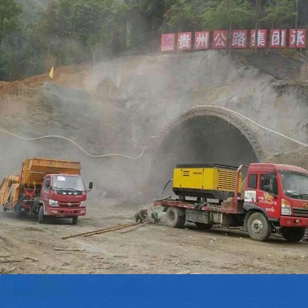 山東濟南自動上料混凝土噴射車 拖拉機頭噴漿車價格