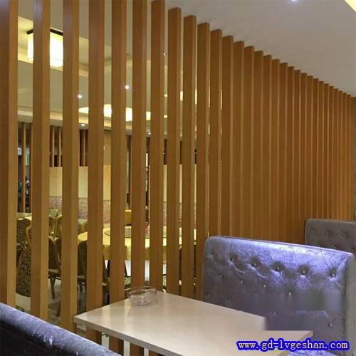 木纹铝方通隔断效果图 仿木纹铝方管 铝方通隔断