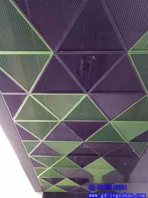 吸音铝网格吊顶效果图 彩色铝板网天花造型
