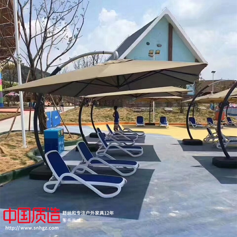 户外泳池躺椅遮阳伞.jpg