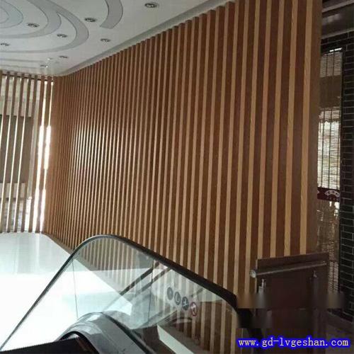 铝方通隔断价格 仿木纹铝方通 室内铝方通装饰效果图.jpg