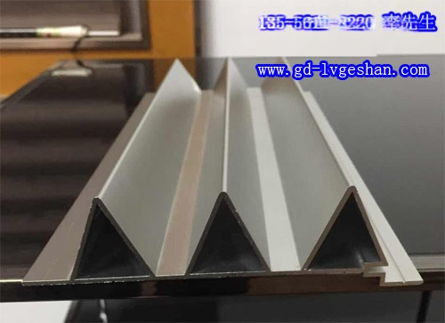 铝型材长城板规格 勾搭式铝长城板 铝合金长城板厂家.jpg
