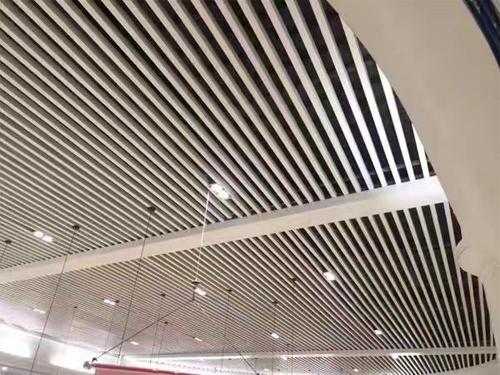 铝方通吊顶 铝型材吊顶 铝方管天花.jpg