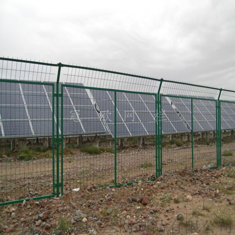 安平县冠欧1.8米高浸塑框架护栏网报价  现货公路防护网38307262