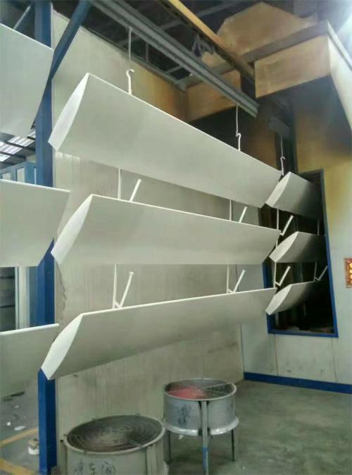 烤漆铝型材 铝型材吊顶价格 挤压铝型材厂家.jpg