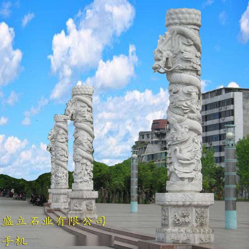 广场石刻龙柱子.jpg