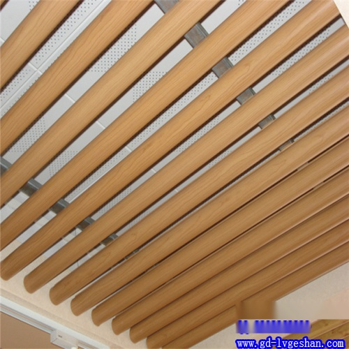 木纹铝圆管吊顶效果图 铝圆管天花贴图 铝圆管定制.jpg
