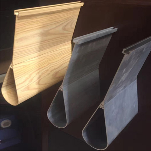 滴水铝挂片 铝型材吊顶 木纹铝挂片规格.jpg