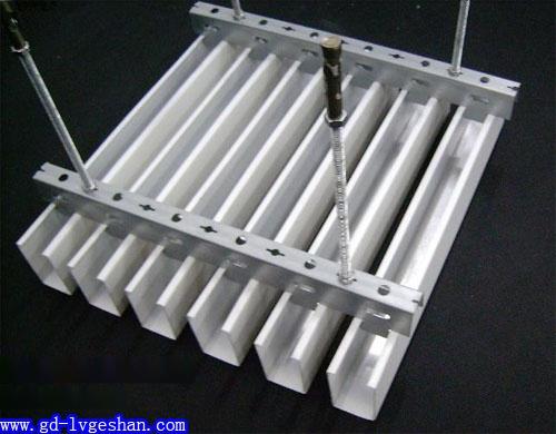 U型铝方通安装图 铝方通吊顶安装示意图