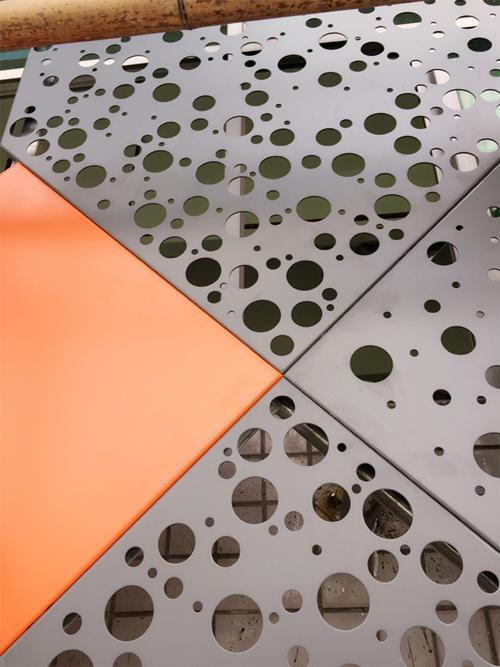 冲孔铝单板  碳铝板幕墙 铝单板幕墙厂家.jpg