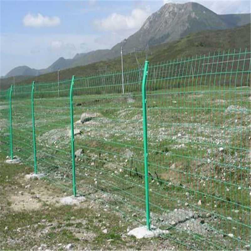 公路围栏网 铁网围栏多钱一米 浸塑钢丝护栏网764894292