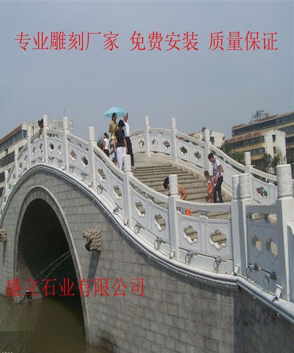 桥边石雕护栏