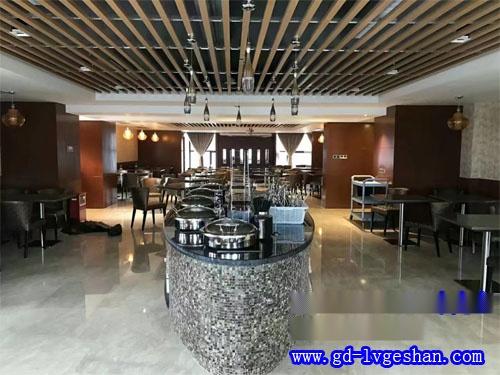 酒吧铝天花造型 木纹铝方通天花 铝方通吊顶厂家