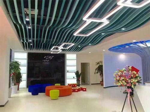 波浪形铝板天花 异型铝板吊顶厂家 造型铝方通吊顶.jpg