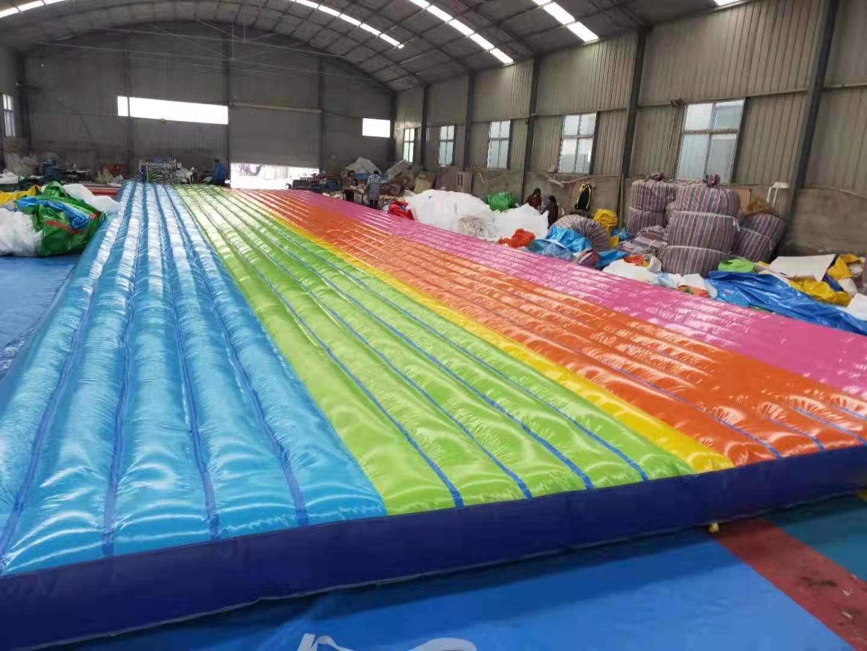 山东青岛大型彩虹色网红桥充气气垫厂家定做108442662