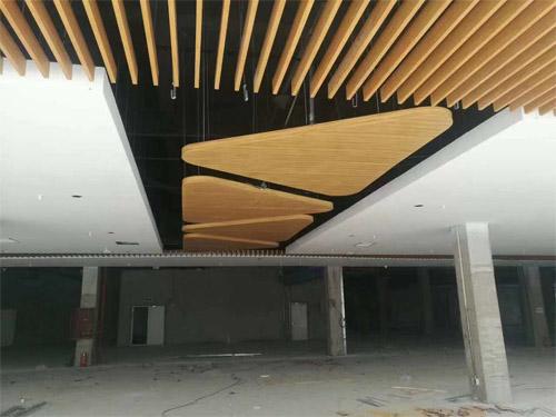 木纹铝天花造型 铝方通吊顶 铝单板吊顶.jpg