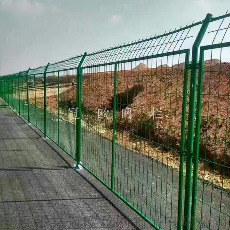 安平县冠欧1.8米高浸塑框架护栏网报价  现货公路防护网38307242