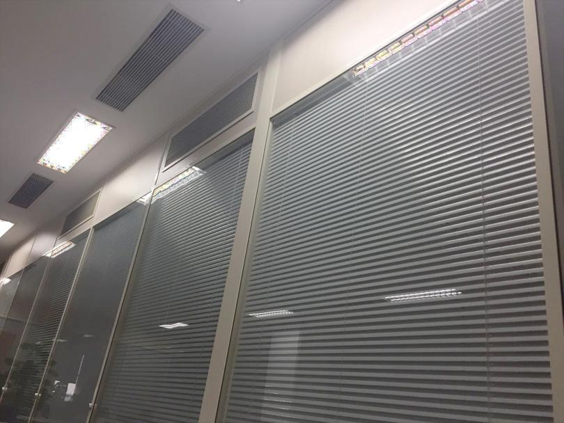 办公室隔断双层玻璃夹百叶.jpg