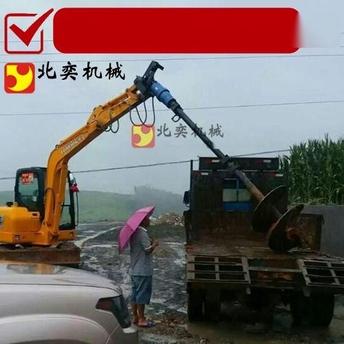 勾機鑽土機工作原理 挖掘機螺旋鑽土機62667405
