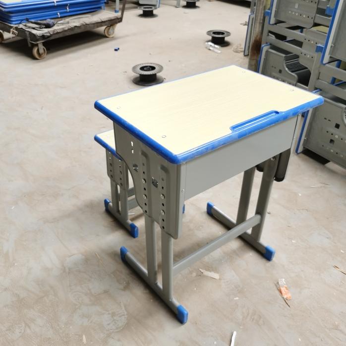 郑州课桌椅塑料课桌椅  厂家课桌椅批发142973915