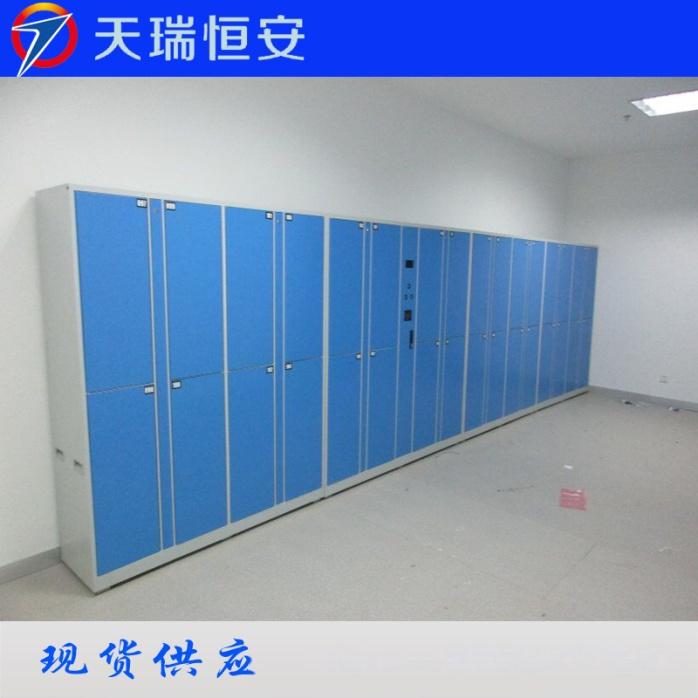 扬州体育公园 刷卡型智能储物柜.jpg