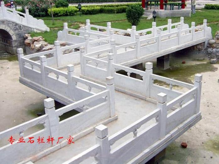 汉白玉石雕栏板多少钱   石材护栏厂家65688312